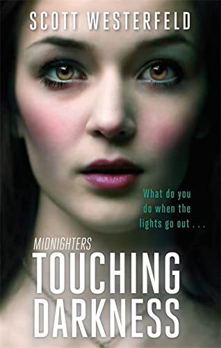 9781907410048: Touching Darkness (Midnighters)
