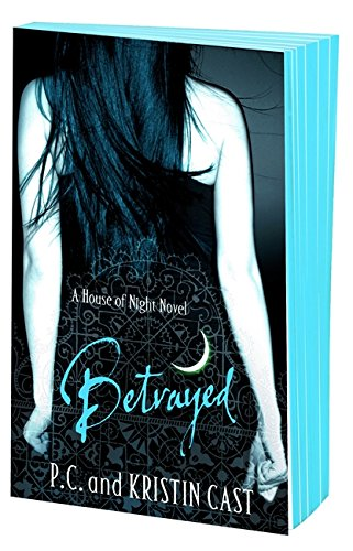 9781907410123: Betrayed: Number 2 in series (House of Night)