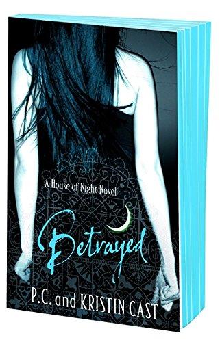 9781907410123: Betrayed (House of Night)