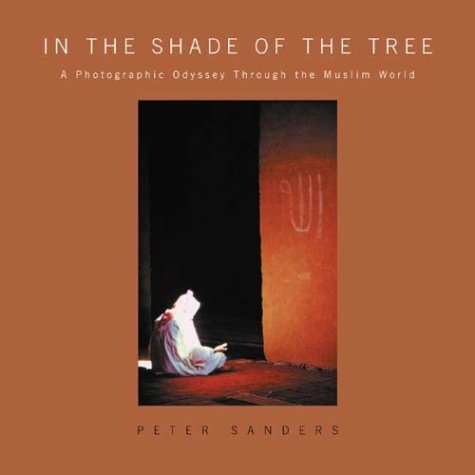 9781929694143: In the Shade of the Tree: A Photographic Odyssey Through the Muslim World
