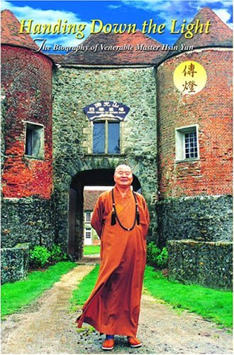 9781932293098: Handing Down the Light: The Biography of Venerable Master Hsing Yun