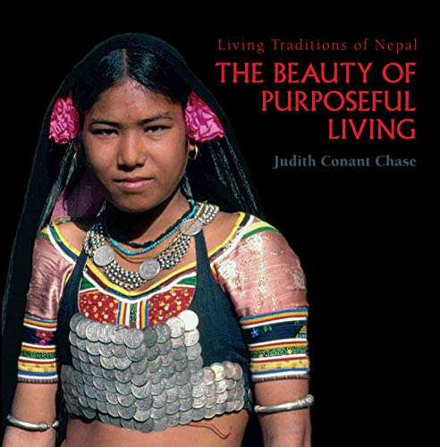 9781932476903: The Beauty of Purposeful Living: Living Traditions of Nepal