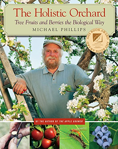 9781933392134: The Holistic Orchard: Tree Fruits and Berries the Biological Way