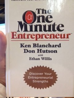 9781933715438: The One Minute Entrepreneur by Ken Blanchard (2007) Hardcover