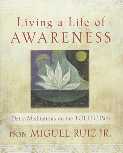 9781938289231: Living a Life of Awareness: Daily Meditations on the Toltec Path
