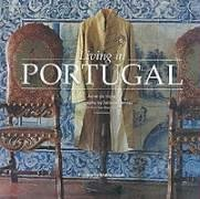 9782080135674: LIVING IN PORTUGAL [O/P] SEE NEW ED (Living in... Series)