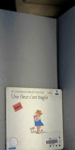 9782218024689: Une fleur c'est fragile 052397