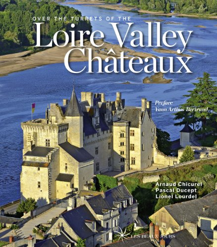 9782351791134: Over the turrets of the loire valley castles