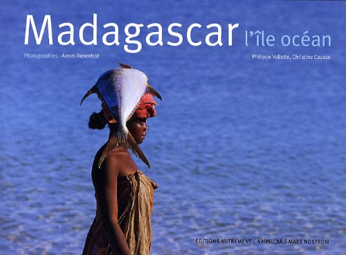 9782746713239: Madagascar, l'île océan