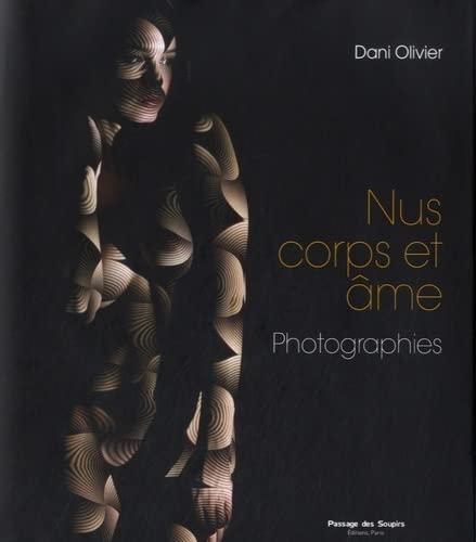 NUS CORPS ET AME. PHOTOGRAPHIES: OLIVIER DANI