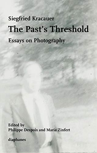 9783037346914: The Past's Threshold: Essays on Photography