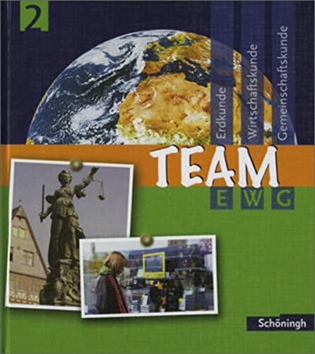 9783140241229: Team EWG. Arbeitsbuch für den Fächerverbund Erdkunde-Wirtschaftskunde-Gemeinschaftskunde an Realschulen in Baden-Württemberg: TEAM EWG - Erdkunde - ... Schülerband 2: Bildungsstandards EWG Klasse 8