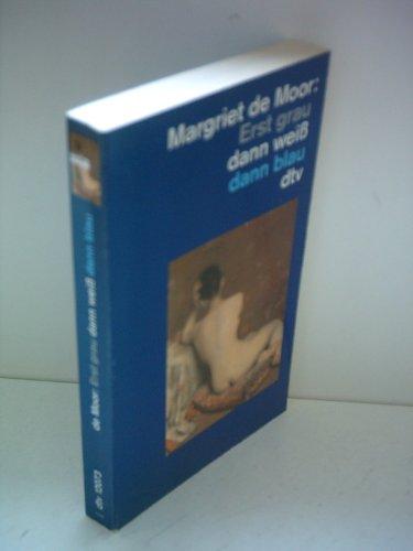 9783423122504: Erst grau dann weiss dann blau. Roman. Geschenkbuch