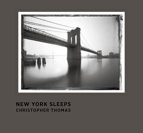 9783791342344: Christopher Thomas New York Sleeps /Anglais
