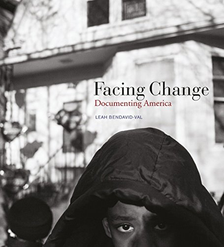 Facing Change. Documenting America.: Von Leah Bendavid-Val. München 2015.