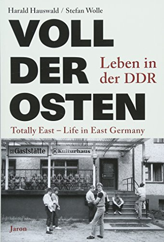 9783897738560: Voll der Osten / Totally East: Leben in der DDR / Life in East Germany