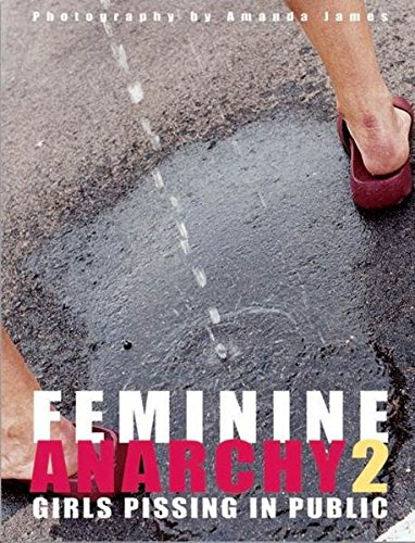 9783934020382: Feminine Anarchy 2: Girls Pissing in Public: No. 2