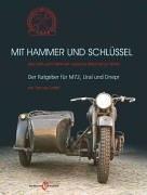 9783938568293: Mit Hammer und Schl�ssel: �ber Sinn und Unsinn ein russisches Motorrad zu fahren - Der Ratgeber f�r M72, Ural und Dnepr