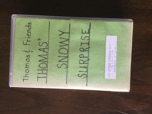 9785550340585: Thomas & Friends: Thomas' Snowy Surprise [VHS]