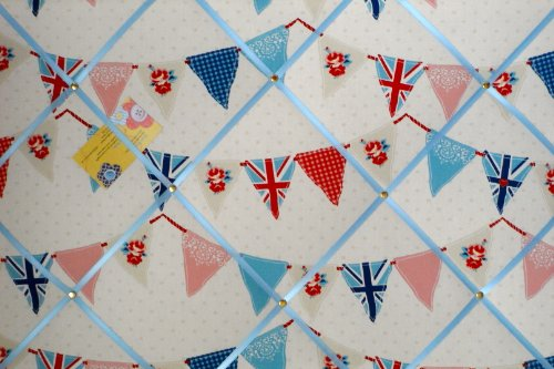 9786040749062: Large Fryetts Union Jack Blue Bunting / Flag Hand Crafted Fabric Notice / Pin / Memo Board