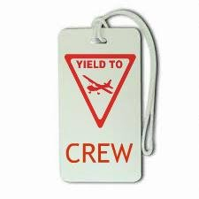 9786042357111: Novelty Airline, Aeroplane Luggage Tags - Yield To Crew