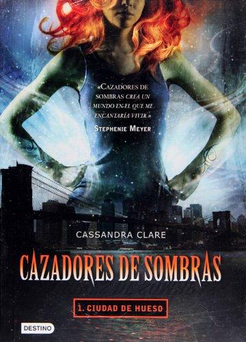 9786070702136: Cazadores de sombras 1. Ciudad de hueso (Cazadores De Sombras / Mortal Instruments) (Spanish Edition)