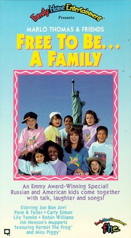 9786302737813: Free to Be A Family [VHS]