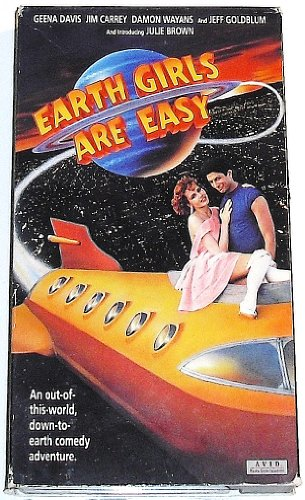 9786303365725: Earth Girls Are Easy [VHS]