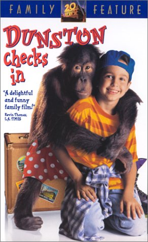 9786304017043: Dunston Checks in [VHS]