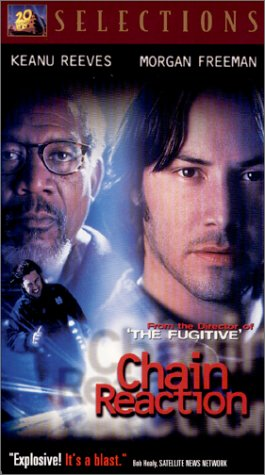 9786304259153: Chain Reaction [VHS]