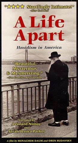 9786305120087: Life Apart: Hasidism in America [VHS]