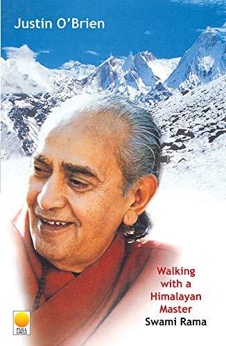9788176210027: Walking with a Himalayan Master