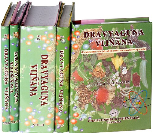 9788176370929: Dravyaguna Vijnana (Fundamental Principles of Pharmacotherapeutics in Ayurveda) (Set of 5 Volumes)