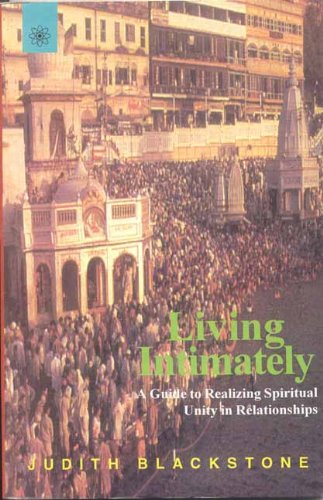 9788178221434: Living Intimately: A Guide to Realizing Spiritual Unity in Relationships
