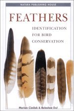 9788392441007: Feathers: Identification for Bird Conservation