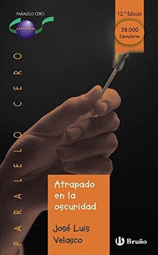 9788421628560: Atrapado en la oscuridad (Castellano - Juvenil - Paralelo Cero)