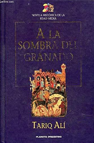 9788439582533: A la sombra del granado: una novela de la España musulmana