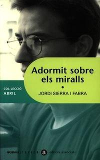 9788481313314: Adormit sobre els miralls (Abril)