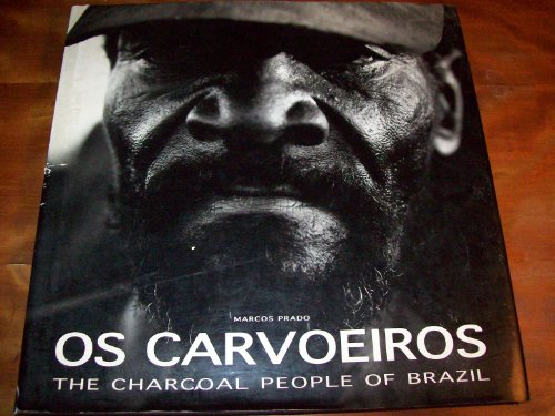9788590076438: Os Carvoeiros: The Charcoal People of Brazil