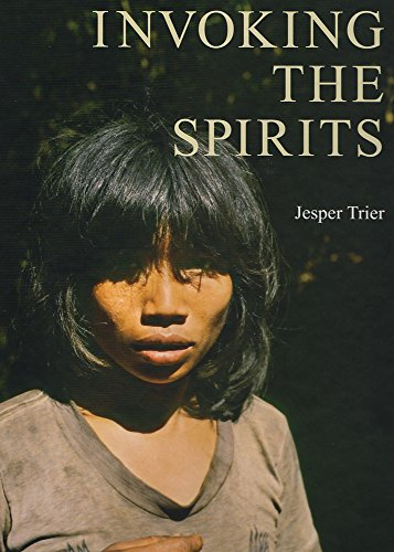 9788788415476: Invoking the Spirits: Fieldwork on the Material & Spiritual Life of the Hunter-Gatherers Mlabri in Northern Thailand (Jutland Archaeological Society Publications)