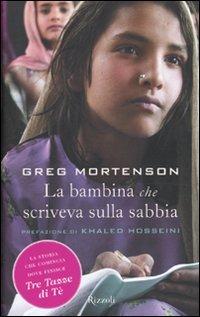 9788817036825: La bambina che scriveva sulla sabbia (Rizzoli best)