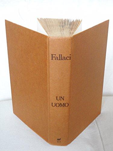 9788817453745: Un Uomo (Italian Edition)