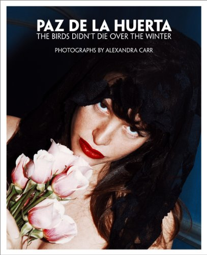 9788862082679: Paz de la Huerta: The Birds Didn't Die over the Winter: Photographs by Alexandra Carr