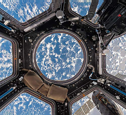 9788862087322: Interior space. A visual exploration of the international space station