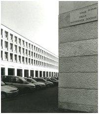Viale della previdenza sociale (8885121918) by Gianni Berengo Gardin