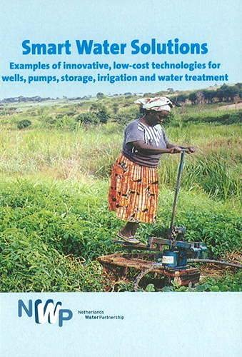 9789460220050: Smart Water Solutions: Examples of Innovative, Low-Cost Technologies for Wells, Pumps, Storage, Irrigation and Water Treatment (Smart Solutions Series)