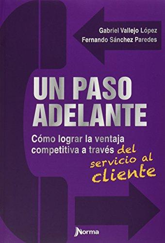 9789584534002: UN PASO ADELANTE Como lograr la ventaja competitiva a traves del servicio al cliente