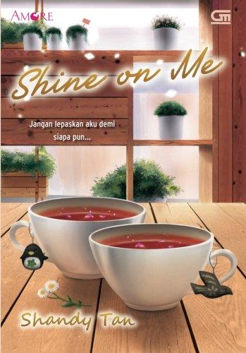 9789792298185: Shine on Me (Indonesian Edition)